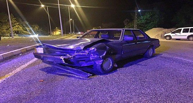 Bartın'da ticari taksi ile otomobil çarpıştı, iki yaralı
