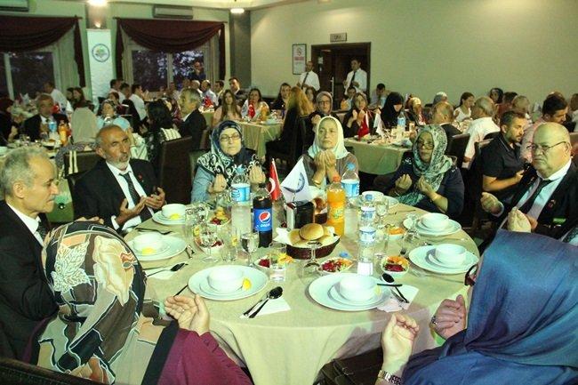 Başkan Uysal'dan Gazi ve Şehit ailelerine moral yemeği