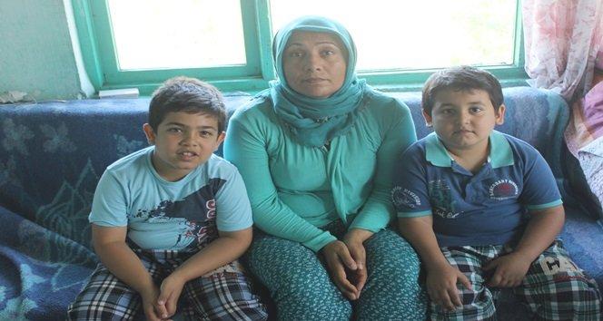 İki çocuğuyla hayata tutunmaya çalışıyor