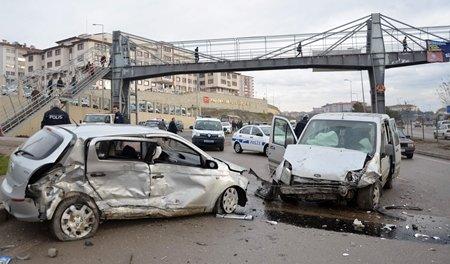 Trafik Kazası 3 Kişi Yaralandı