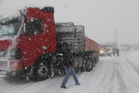 Karabük – Zonguldak Karayolunda Trafik Durma Noktasına Geldi