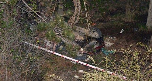 Otomobil Dere Yatağına Uçtu! 2 Ölü, 2 Yaralı