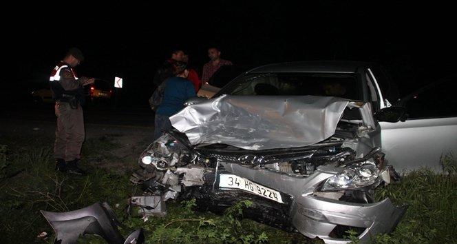 İki otomobil kafa kafaya çarpıştı:9 yaralı