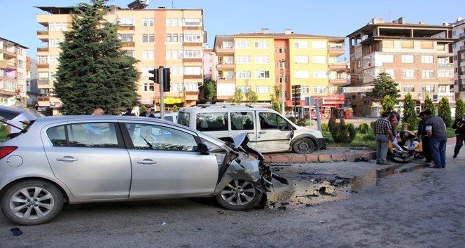 Trafik kazasında can pazarı: 4 yaralı