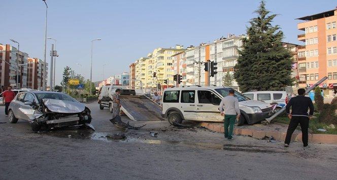TRAF?K KAZASINDA CAN PAZARI: 4 YARALI
