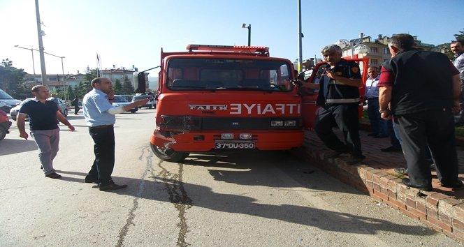 Yangına Giden İtfaiyeci 3 Otomobile Çarptı: 2 Yaralı