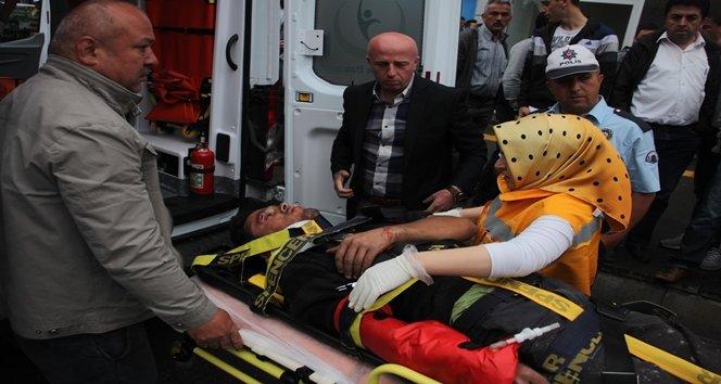 Afiş Asarken Düşen İşçi Ağır Yaralandı