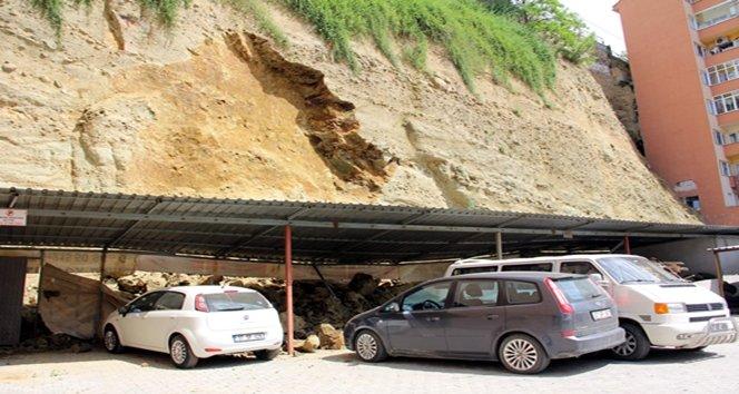 Kastamonu'da heyelan araçlar toprak altında kaldı