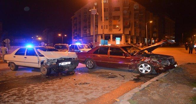 Kazada ön camdan yola fırladı