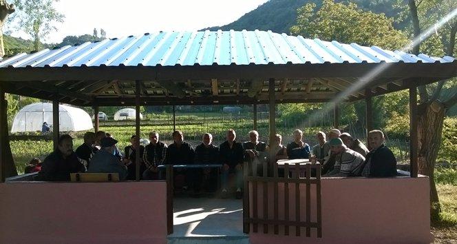Türkali'de vatandaşlar mezarlığa kur'an okuma yeri yaptırdı