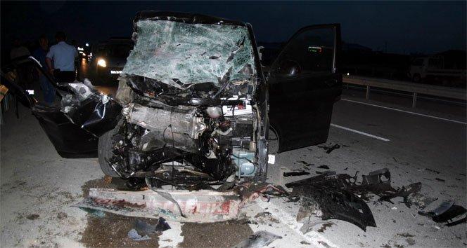 Minibüs TIR'a arkadan çarptı: 1 ölü, 5 yaralı