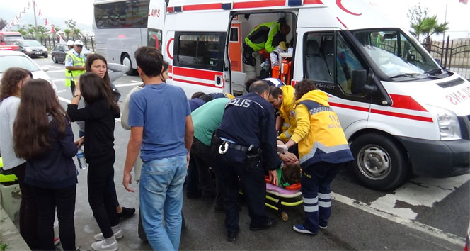 Öğrenci servisi kaza yaptı : 11 yaralı