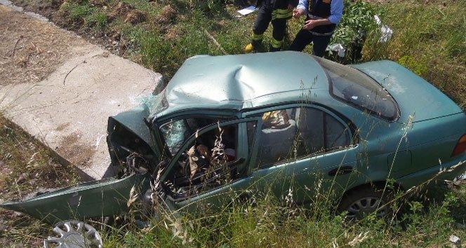 Otomobil menfeze uçtu: 3 ölü, 1 yaralı