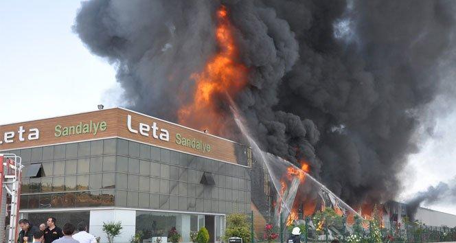 Sandalye fabrikası alev alev yandı