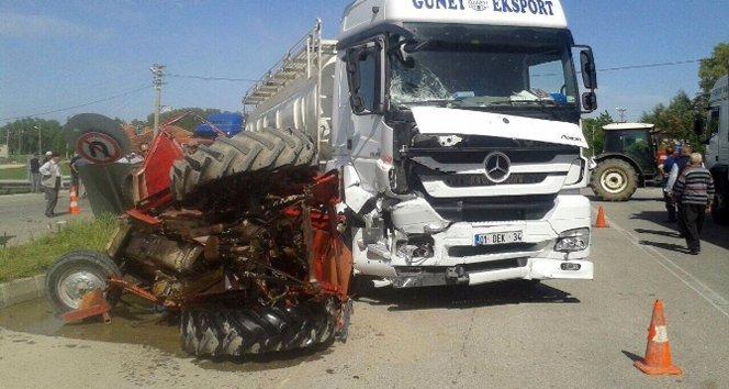 TIR, traktörü biçti: 2 ölü