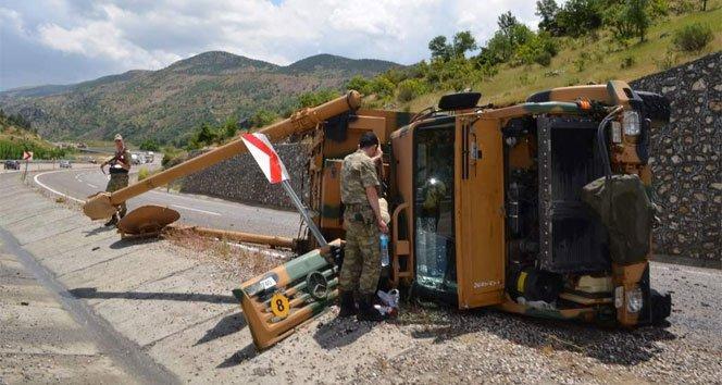 Zırhlı 2 askeri araç devrildi: 4 asker yaralı