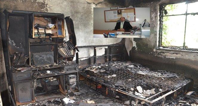 Çalışma odasında uyuyakalan öğretmen yangında hayatını kaybetti
