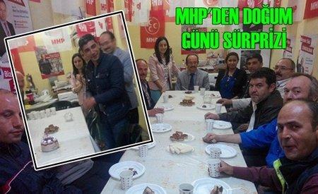MHP'den Mahalle Muhtarına Doğum Günü Jesti