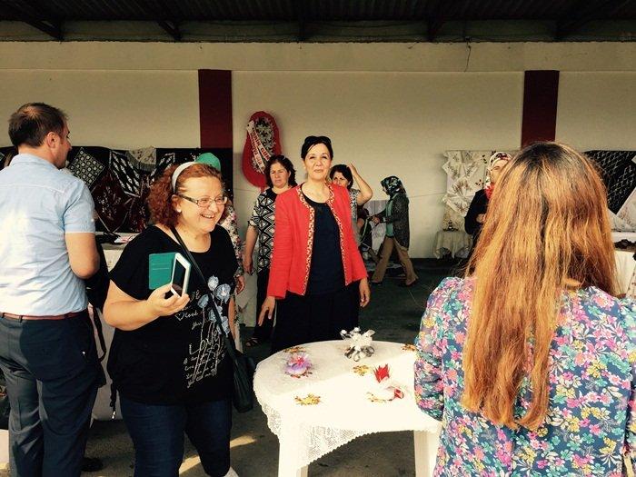 Saltukova'da hediyelik eşya ve tel kırma kursu sergisi açıldı