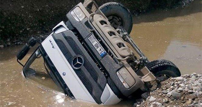 Harfiyat kamyonu kanala devrildi