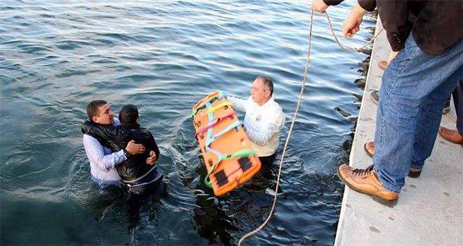 Kriz geçiren sara hastası denize düştü