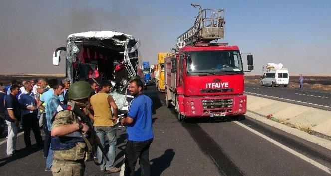 Yolcu otobüsü ile tanker çarpıştı: 2 ölü, 13 yaralı