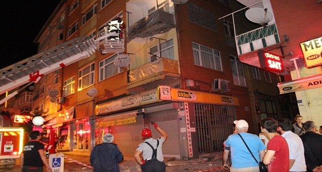 Eski Binanın Balkonu Çöktü