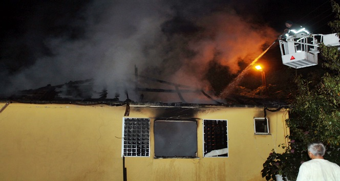 Elektrik Kontağından Çıkan Yangın Aileyi Evsiz Bıraktı