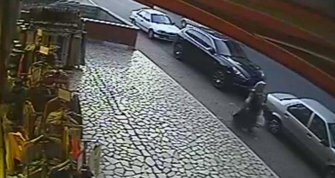 Yaşlı Kadın Unutulan Çantayı Alıp Kaçtı