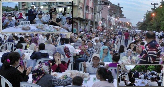 Saltukova Belediyesi ve Esnafların İşbirliği İle 3 Bin Kişiye İftar Programı (Görüntülü)