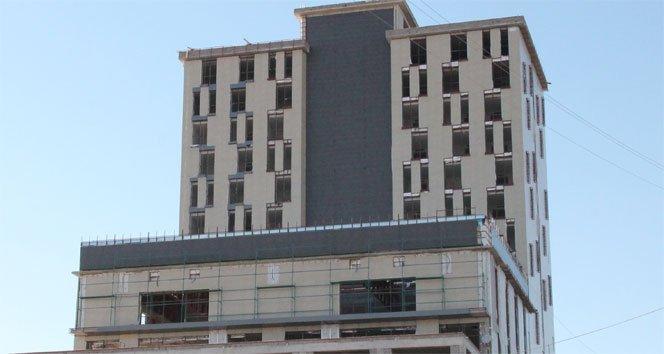 Otel inşaatından düşen işçi öldü