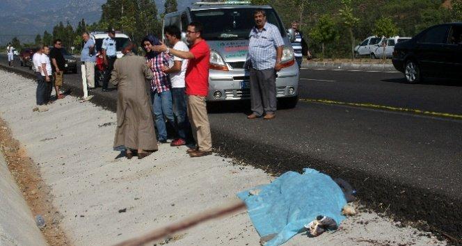 Otomobil baba ve oğluna çarptı: 1 ölü, 1 yaralı
