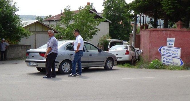 ZONGULDAK'IN ÇAYCUMA İLÇESİNDE MEYDANA GELEN TRAFİK KAZASINDA 1'İ ÇOCUK 3 KİŞİ YARALANDI. (EMRAH YILDIZ/ZONGULDAK-İHA)