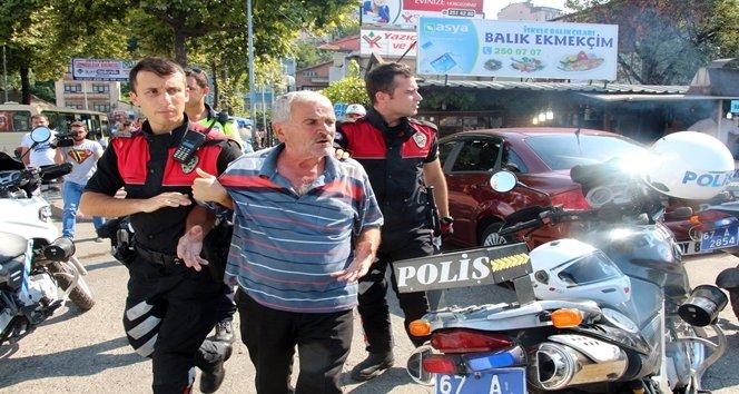 ALKOLLÜ ŞAHISLARIN BIÇAKLI KAVGASINI POLİS AYIRDI