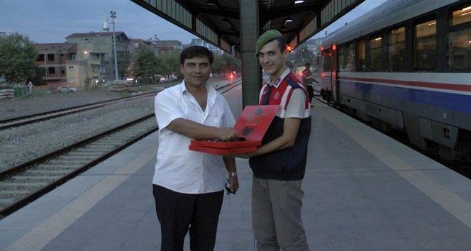 FİLYOS JANDARMA'DAN TRENDE ŞEKERLİ KONTROL (GÖRÜNTÜLÜ)