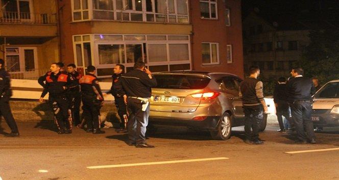 POLİSİN DUR İHTARINA UYMAYAN ALKOLLÜ SÜRÜCÜ, EKİPLERE ZOR ANLAR YAŞATTI