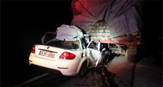 TIR'ın altına giren otomobilin sürücüsü hayatını kaybetti