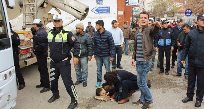Beton mikserinin altında kalan kadın ağır yaralandı