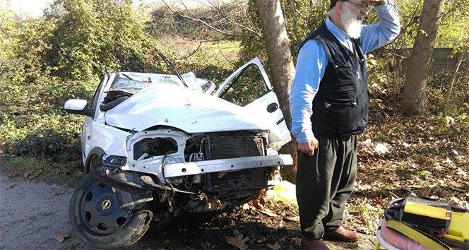 Yoldan çıkan otomobil ağaca çarptı: iki yaralı