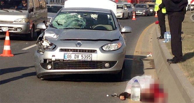 Otomobil çarptı, metrelerce yükseğe savruldu