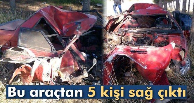 Bu otomobilden 5 kişi sağ kurtuldu