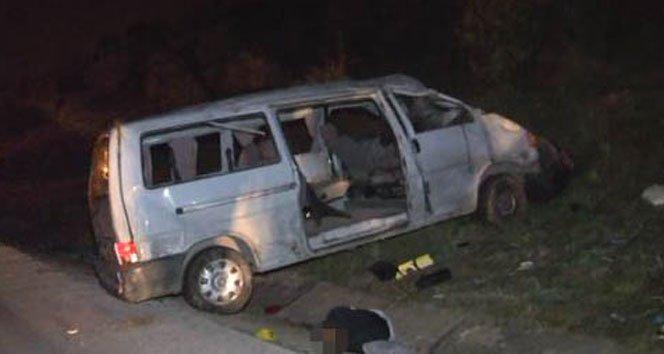 Minibüs ile otomobil çarpıştı: 2 ölü, 12 yaralı