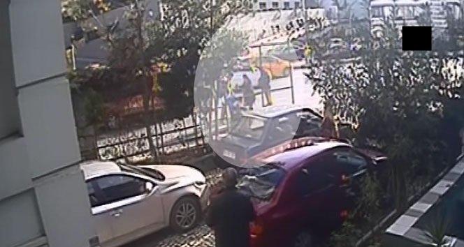 Bebek arabasını devirip karısını tekme tokat dövdü