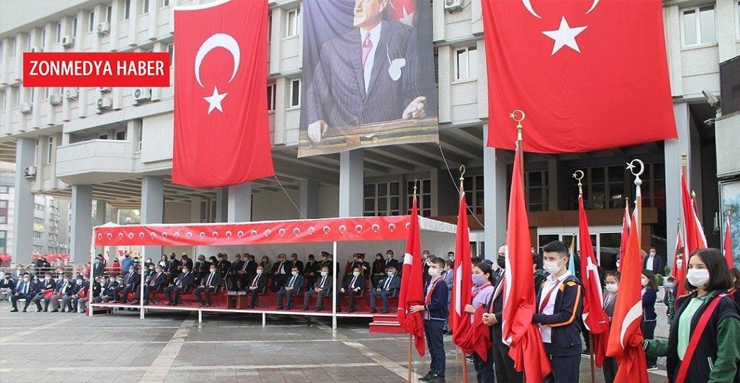 Zonguldak'ta 29 Ekim Cumhuriyet Bayramı törenle kutlandı