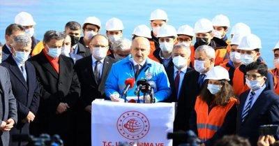 Bakan Karaismailoğlu, Filyos Limanı'nda incelemelerde bulundu