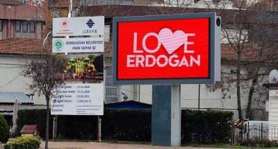 """Zonguldak'ta LED ekranlara """"Love Erdoğan"""" görseli yansıtıldı"""