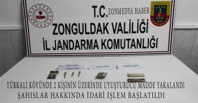 Türkali Köyünde jandarma ekipleri 2 kişinin üzerinde uyuşturucu madde yakaladı.