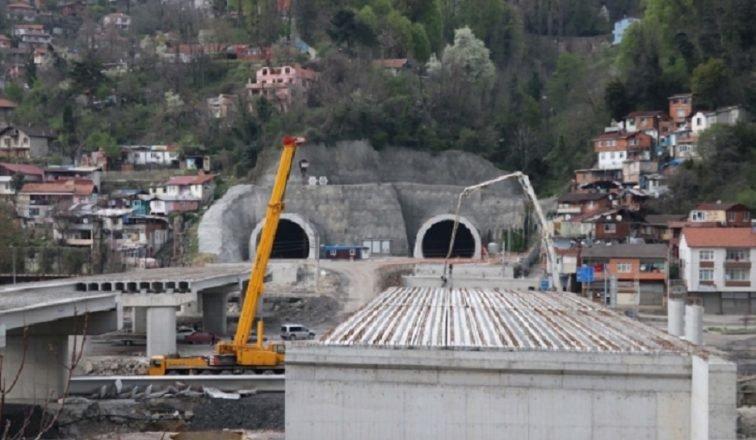 Zonguldak'ta kent trafiğini rahatlatacak Mithatpaşa tünellerinin yapımında sona yaklaşıldı.