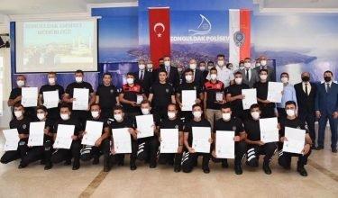 """Asayiş Polisi Temel Eğitim Kursu""""nu başarı ile tamamlayan polislerimiz sertifikalarını aldı"""