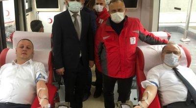 Zonguldak Valisi Tutulmaz ve Başkan Alan'dan  kan bağış kampanyasına destek